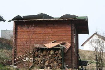 Hey Wind, lass das Dach auf unserem Gartenhaus!!!